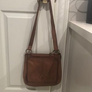 This is a crossbody purse in tan by Fossil.